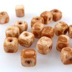 20 Perlen hellbraun beige Glasperlen Würfel 5x6mm Bastelzubehör Würfelperlen neu