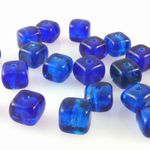 20x Glasperlen Würfel 6mm blau gemasert Perlen Würfelperlen zum Basteln -282