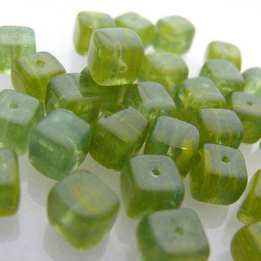 30 Glasperlen Würfel grün transparent 8x8mm Glaswürfel Perlen zum Basteln  -1407